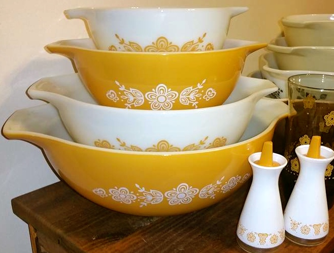 Vintage Pyrex Butterfly Gold Nesting Cinderella Bowls