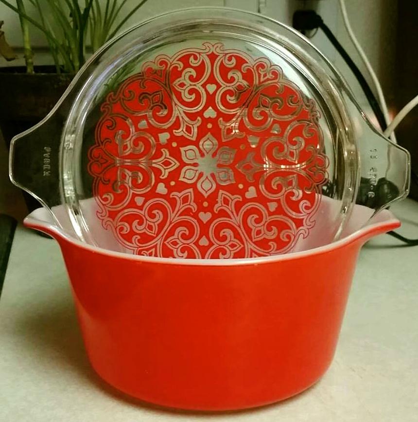 Vintage Pyrex Celtic Hearts Casserole Dish