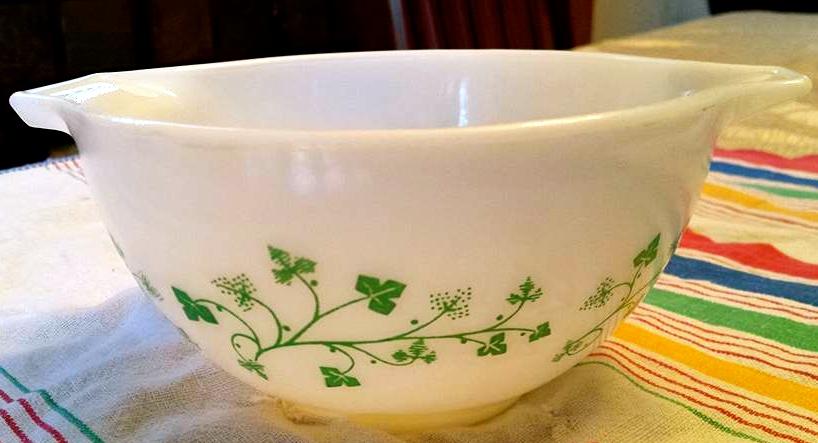 Vintage Pyrex Ivy Mixing Bowl