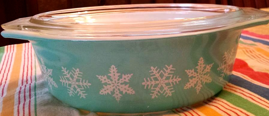 Vintage Pyrex Snowflake Casserole dish