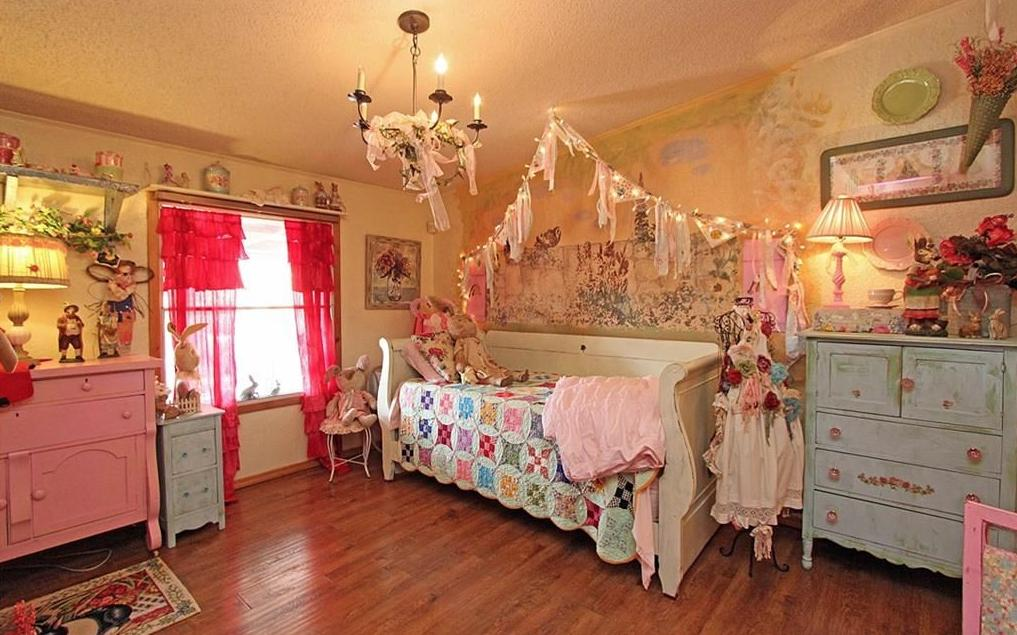 Edmond Oklahoma Estate Sale_Little Girls Bedroom