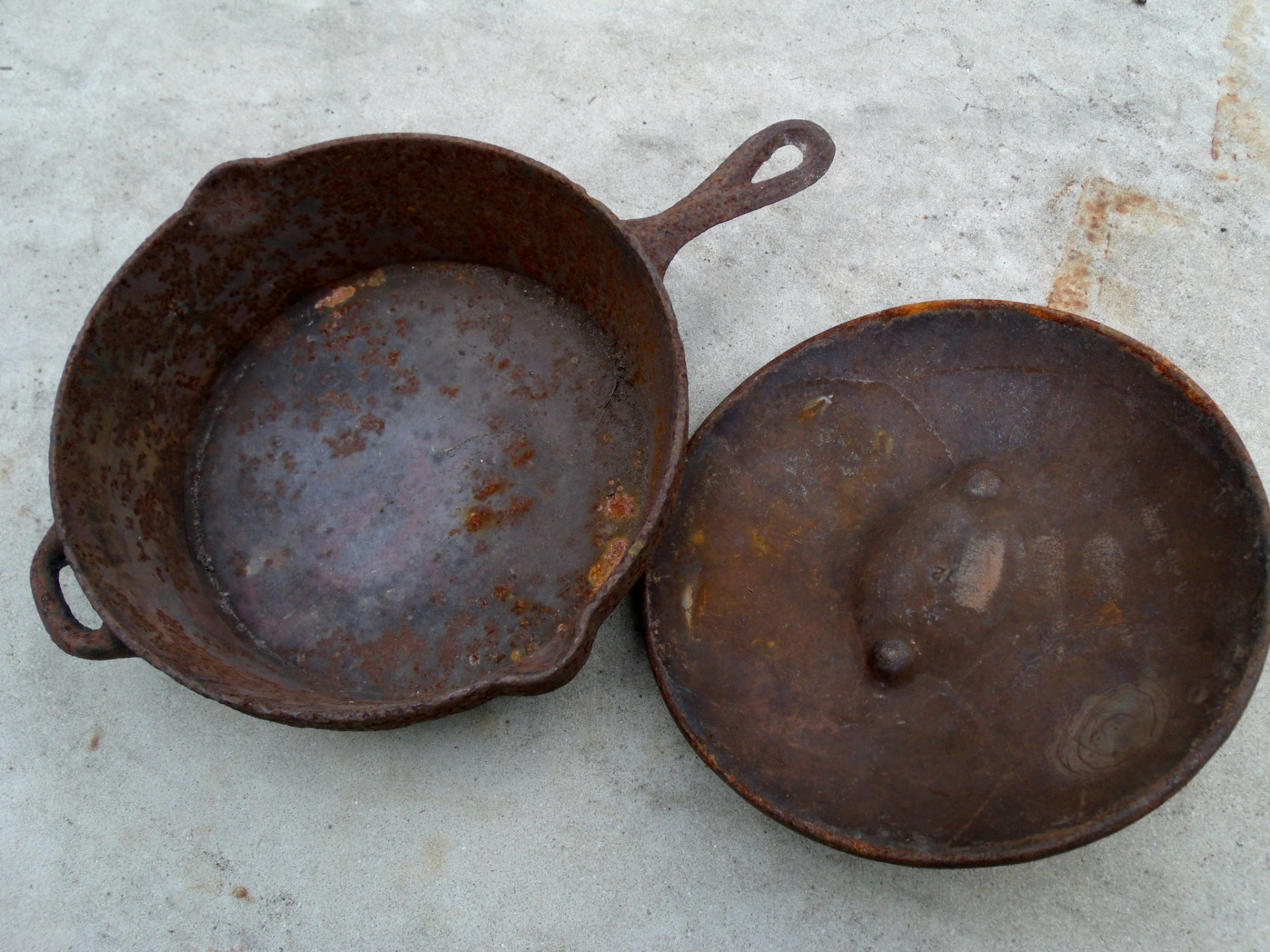 Preseasoned vintage cast iron skillet and lid.
