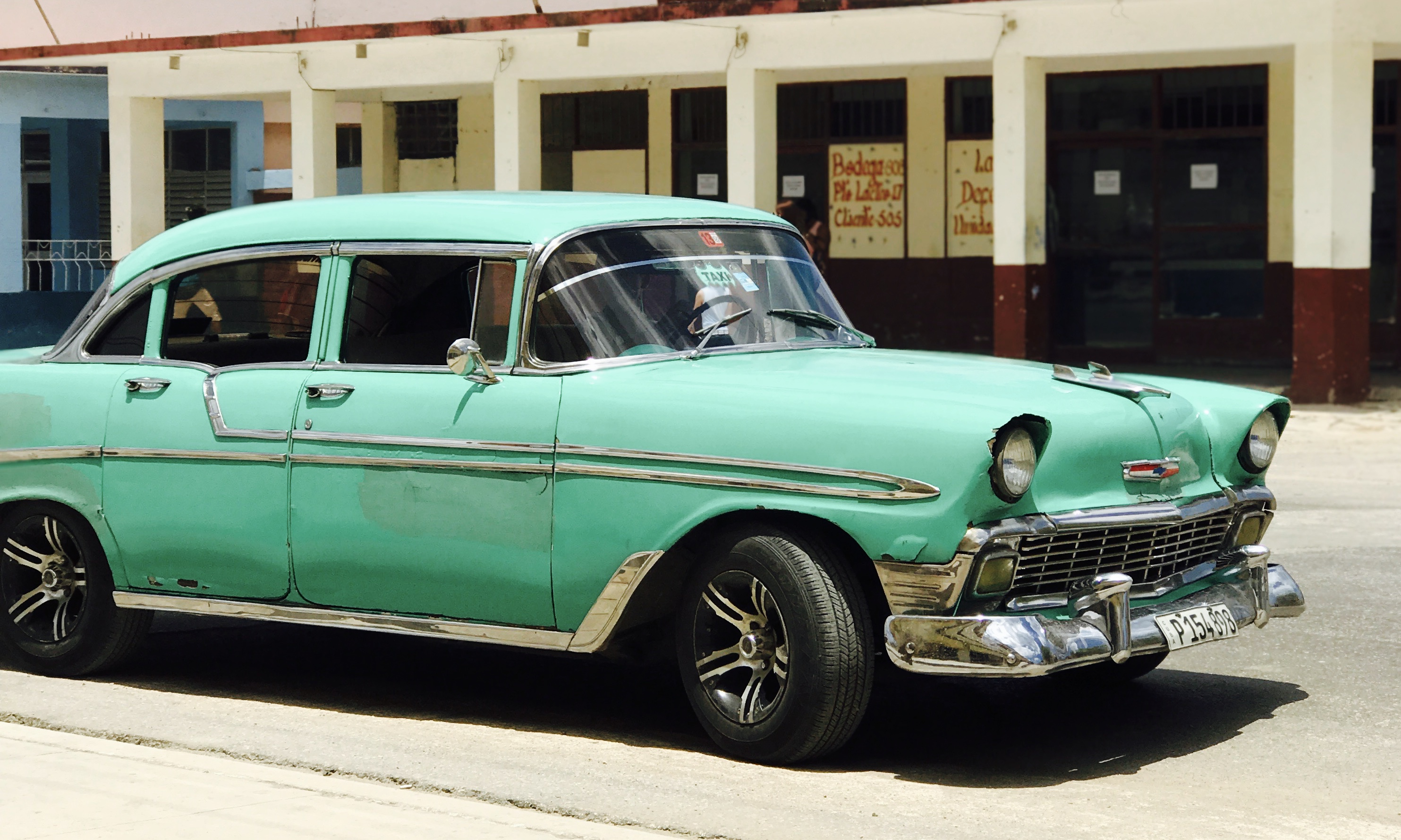 Guide to Vintage and Classic Cars | Estate Sale Blog