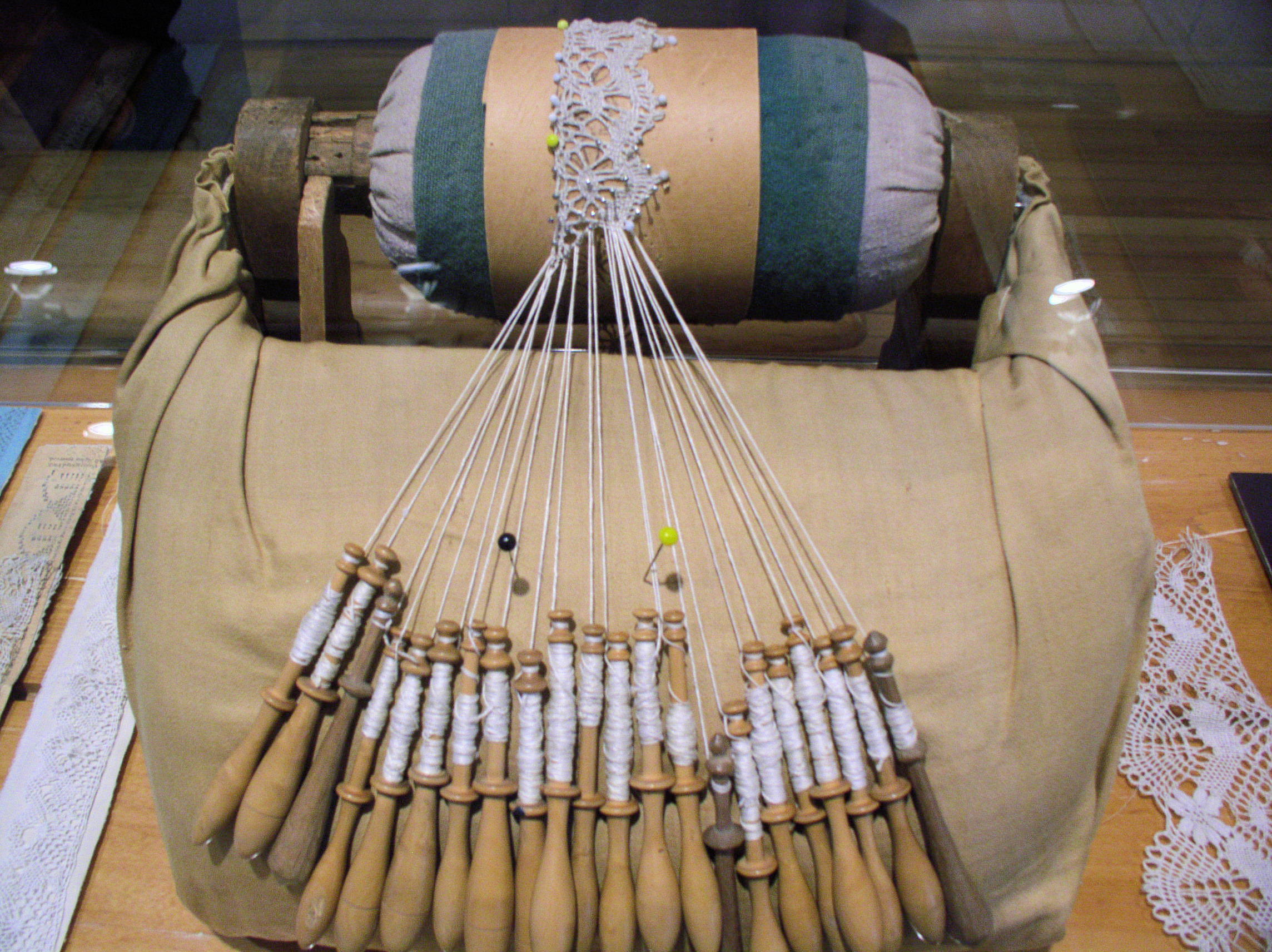 Creating bobbin lace