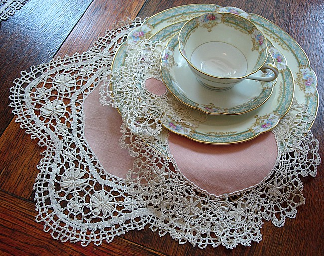 From Lace Tablecloths to Cotton Towels: The Fancy World of Vintage Linens