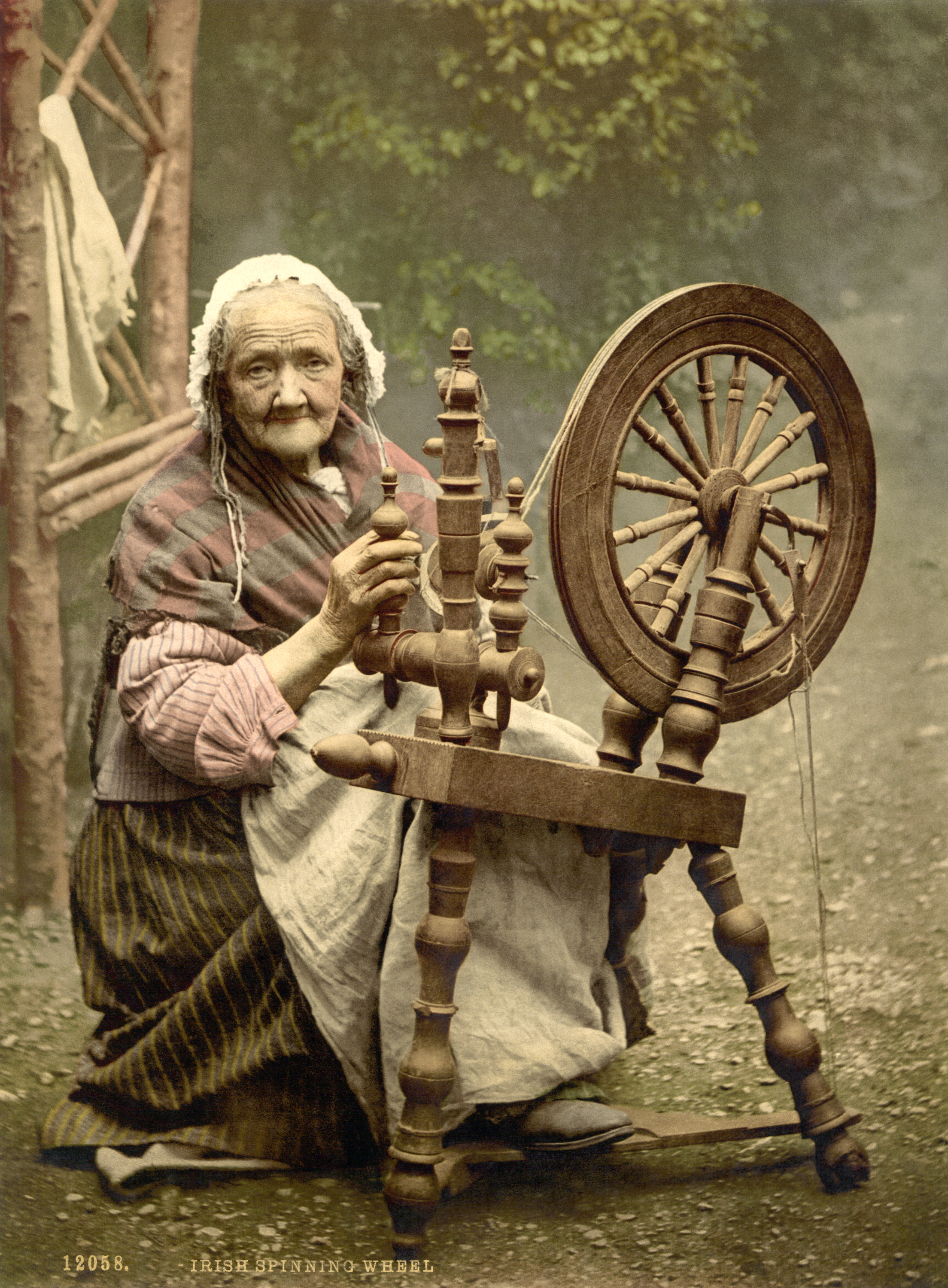 Woman with an Irish spinning wheel