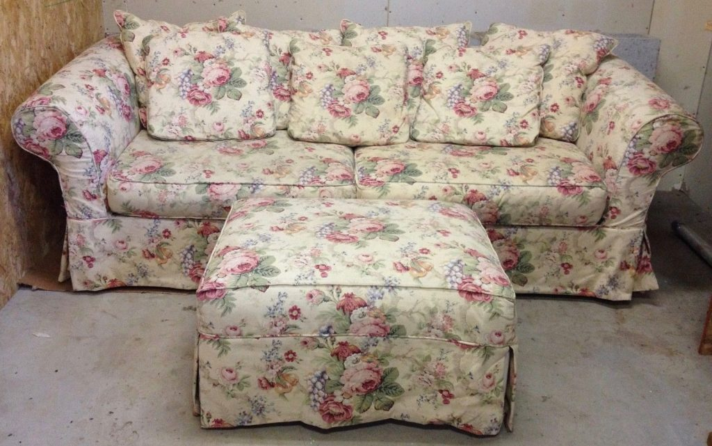 Retro furniture trends throughout the ages estate sale blog for Chintz couch