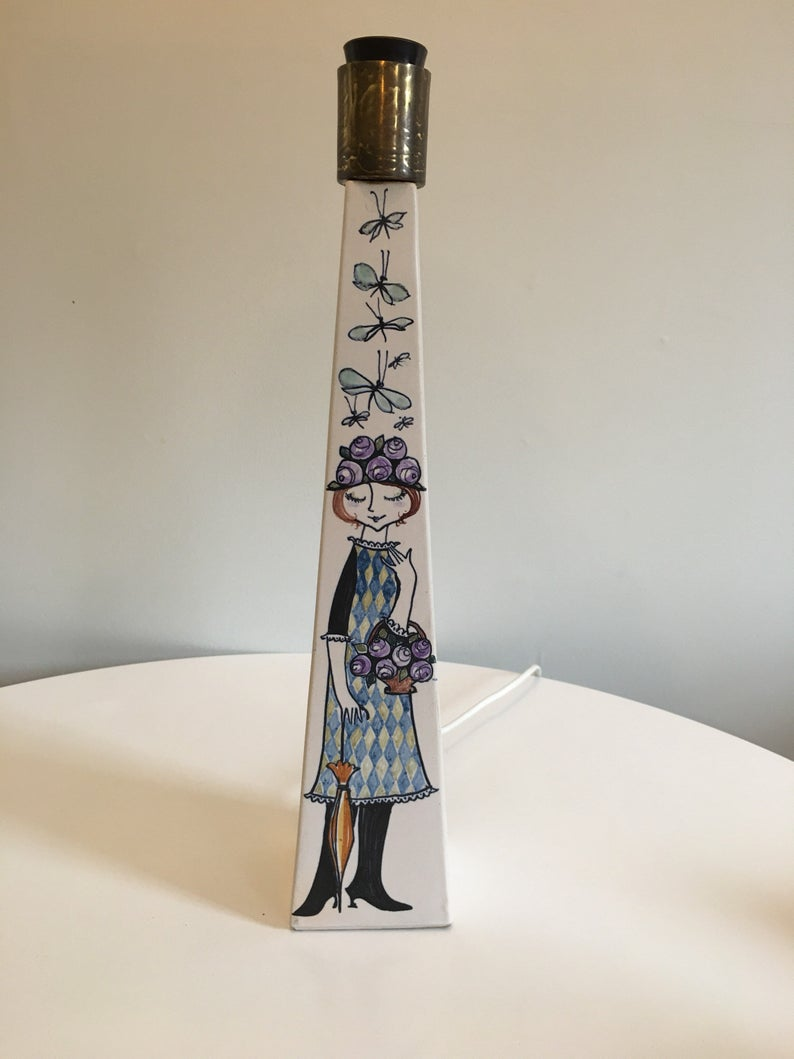 Lamp decorated with a drawing of a girl.