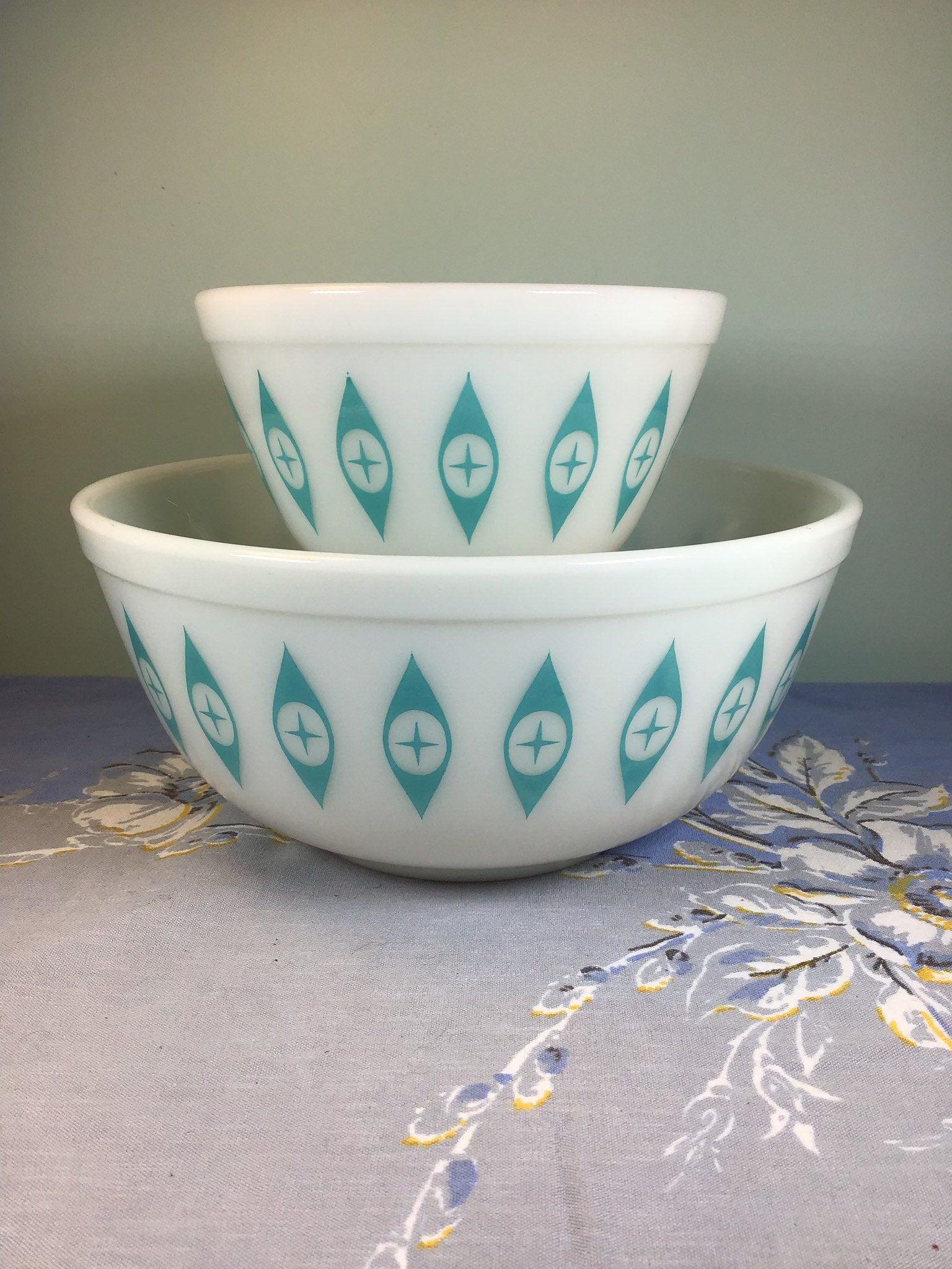 Pyrex vintage bowls